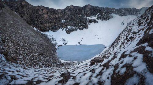 Roopkund, el misterioso lago que guarda cientos de esqueletos humanos