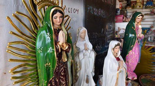 Agradecen a una imagen de la Virgen por milagros recibidos