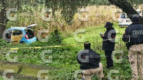 Ejecutados y maniatados fueron hallados dos hombres al interior de un taxi en Nativitas