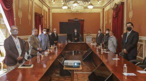 Marco Mena se reúne con dirigentes de partidos políticos