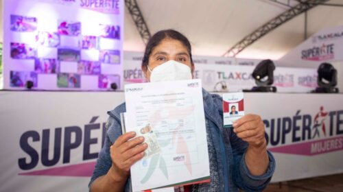 """Continúa entrega de apoyos """"Supérate Mujeres"""" a jefas de familia"""